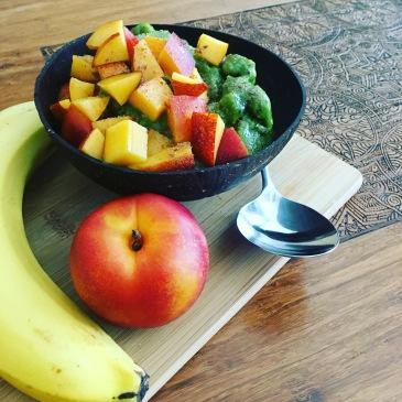 Green mango nice cream with nectarine